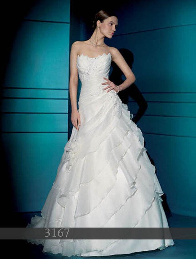 Demetrios 2011: Brautkleid aus Satin und Organza: Blumenstickerei