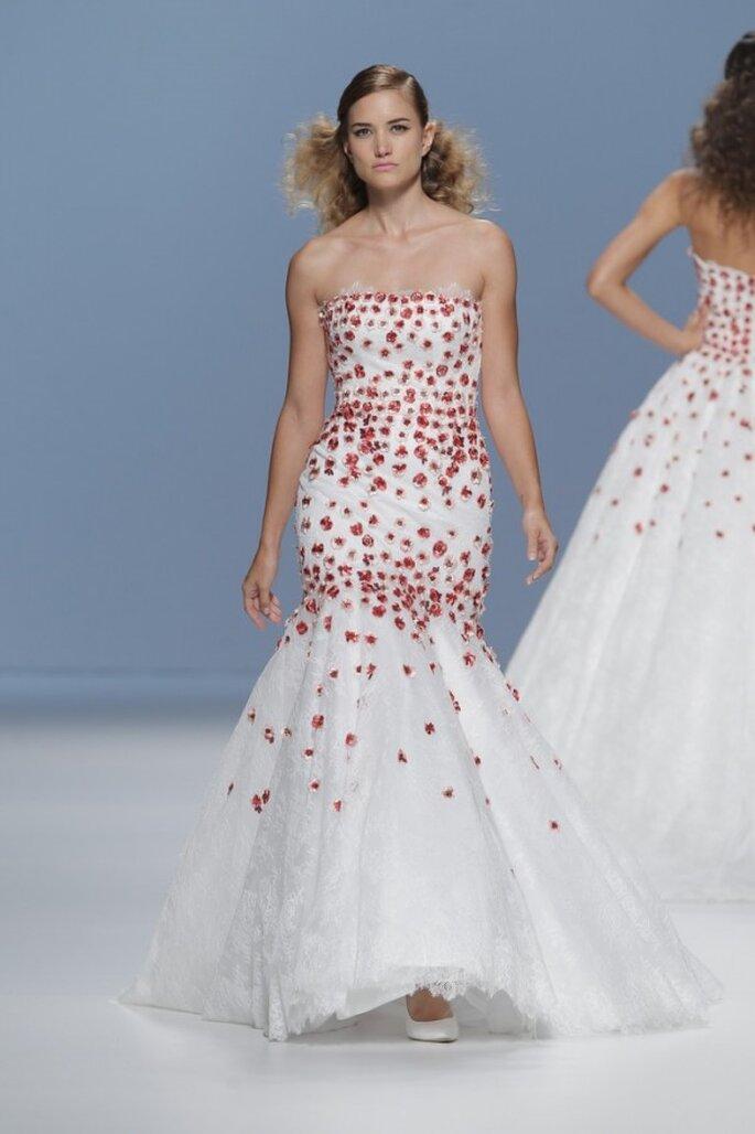 Vestidos de novia primavera 2015 con asomos de color - Foto Cymbeline