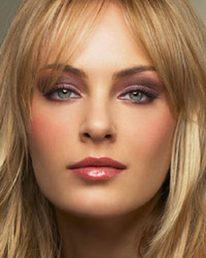 photo maquillage mariage pour blonde aux yeux bleus