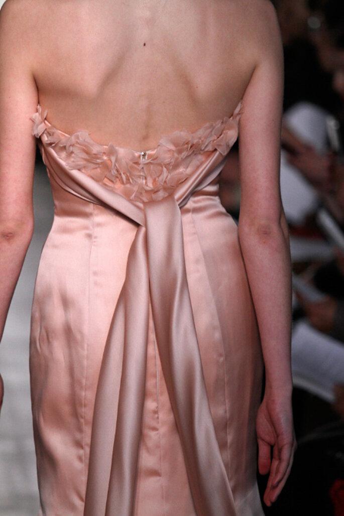 Encantador escote en la espalda en los vestidos de novia Rivini 2012