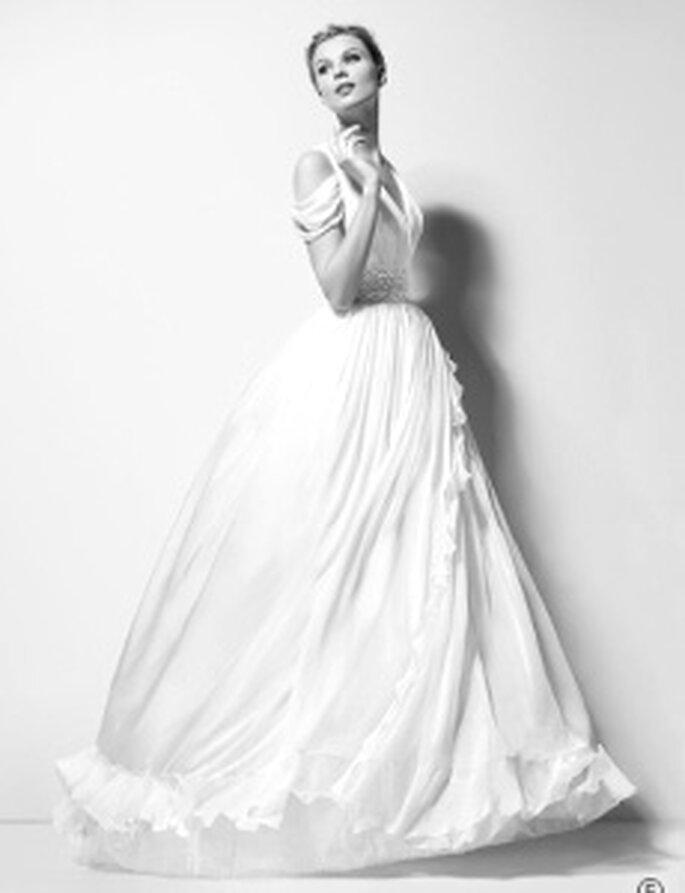 Karl Lagerfeld 2010 - Xanthe, langes, mit Gaze umsäumtes Kleid mit hoher Taille, V-Ausschnitt, doppelte Träger