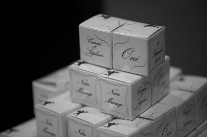 Cadeaux d'invités personnalisés et raffinés. - Photo : Chocolat de Mariage