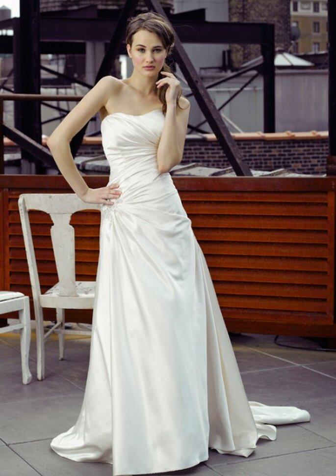 Vestido de novia con pliegues inclinados - Foto Henry Roth, Polkadot Bride