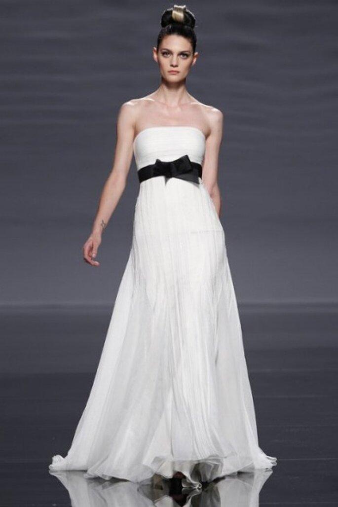 Vestido de novia palabra de honor Rosa Clará 2011