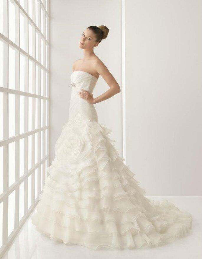 Vestido de novia con volantes en tul.  Rosa Clará 2012