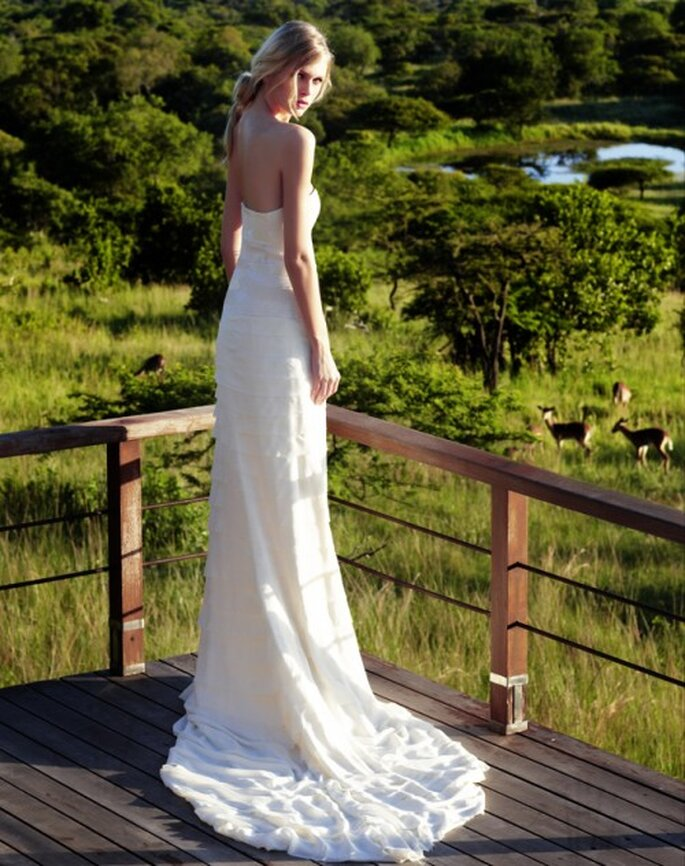 Vestido de novia sencillo y con caida - Foto Amanda Wakeley