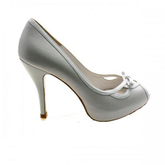 Zapatos de novia con la punta abierta - Foto Sacha London