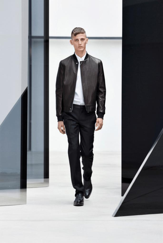 Traje para novio 2014 en color negro con chaqueta de piel a juego - Foto Balenciaga