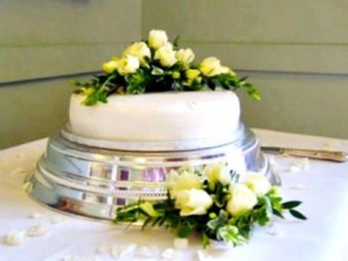 Arreglos con flores para la torta