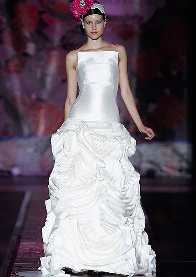 Vestido de novia con falda de flores, de Miquel Suay 2013. Foto: IFEMA