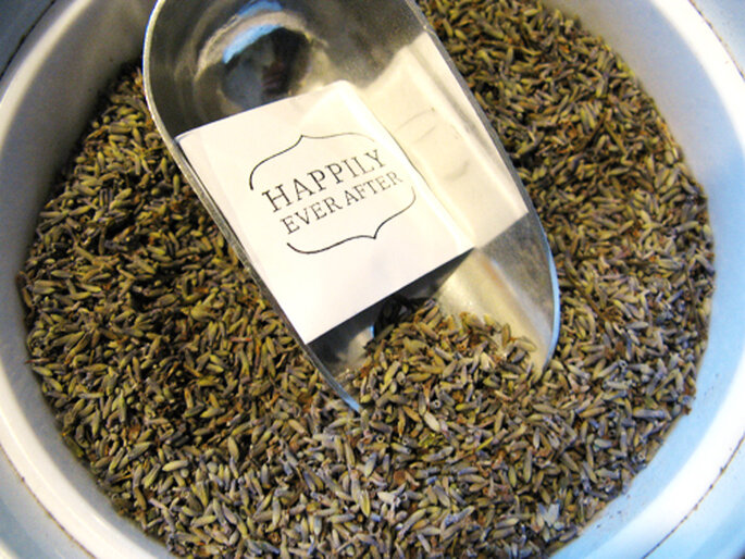 Foto: PrinceOfSnow http://princeofsnow.etsy.com (http://www.etsy.com/listing/98960346/100-lavender-wedding-toss-envelopes-for)