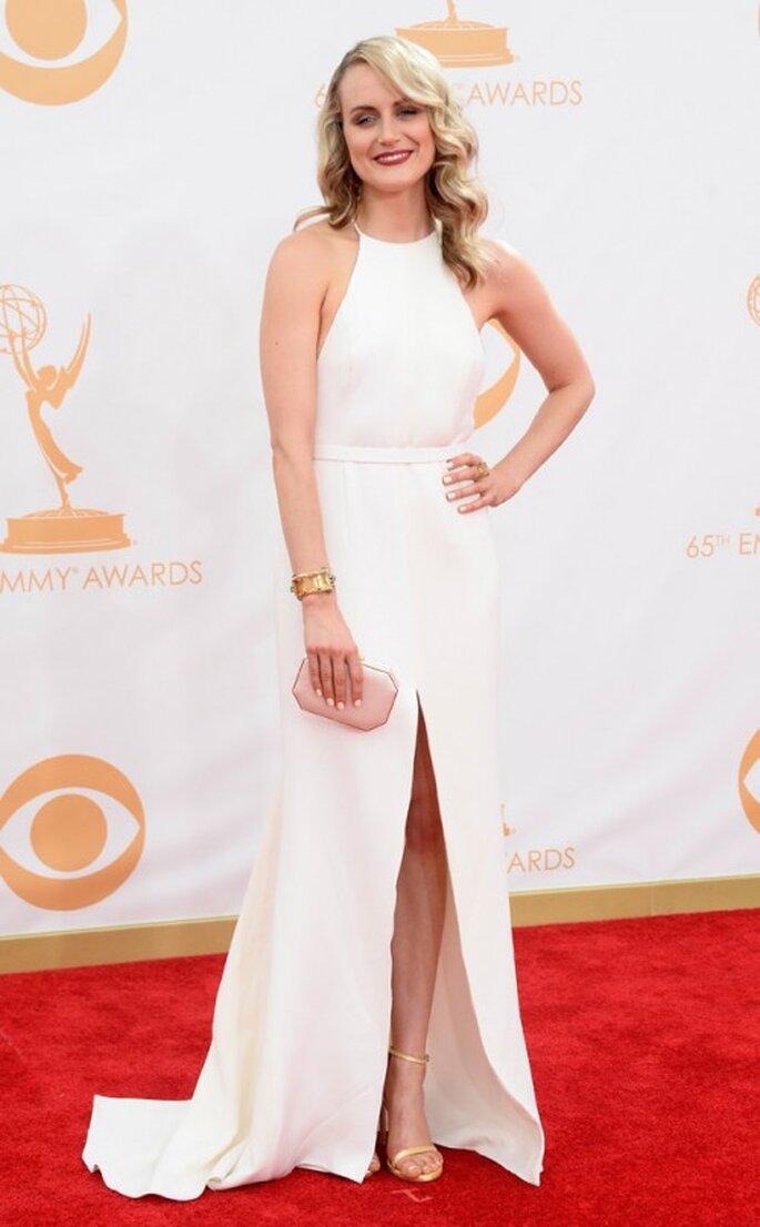 Taylor Schilling luce un vestido Thakoon en los Emmy 2013 - Foto E! Online Facebook