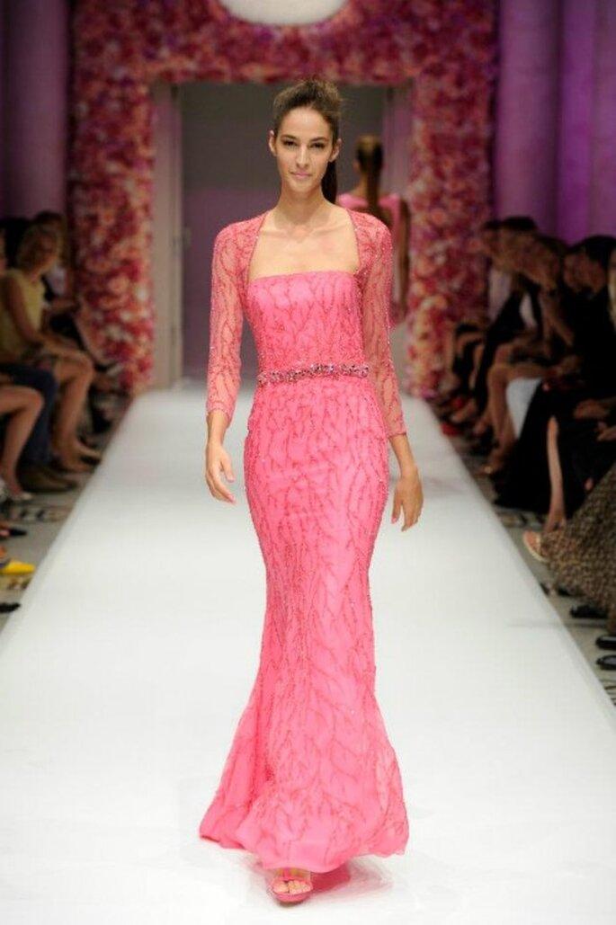Vestido de fiesta largo en color rosa intenso con bolero de encaje - Foto Basler