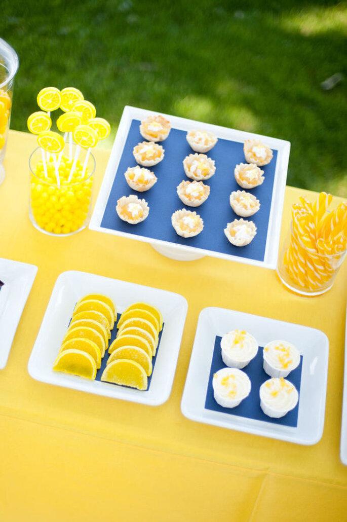 Decoración en amarillo intenso - Callie V Photography