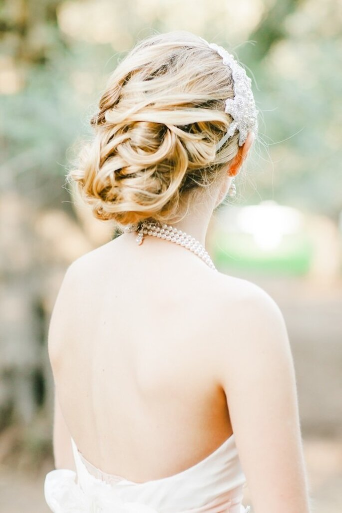Die passende Brautfrisur zum rosa Hochzeitskleid - Foto Avec L'Amour Photography