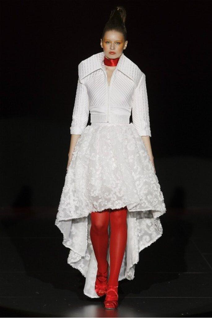 Combinación del blanco y el rojo en los trajes nupciales Miquel Suay 2012 - Ugo Camera / Ifema