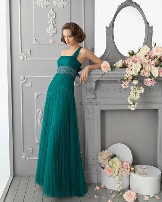 Elegante vestido de fiesta de un solo hombro de Aire Barcelona