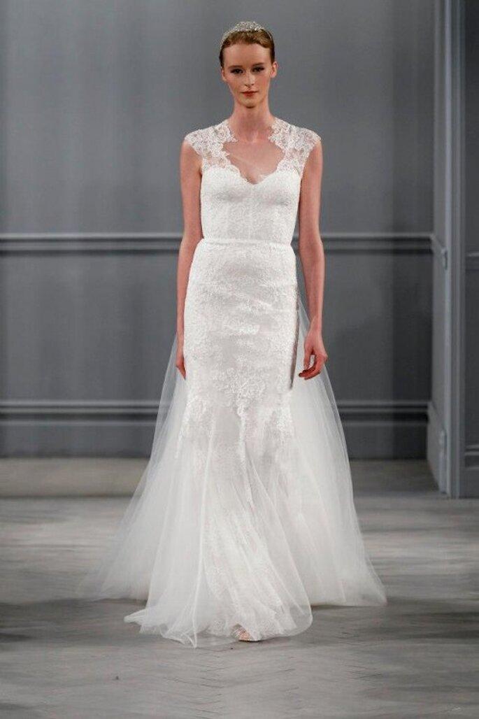 Vestido de novia con mangas corta, escote ilusión y falda con caída elegante confeccionada en tul - Foto Monique Lhuillier