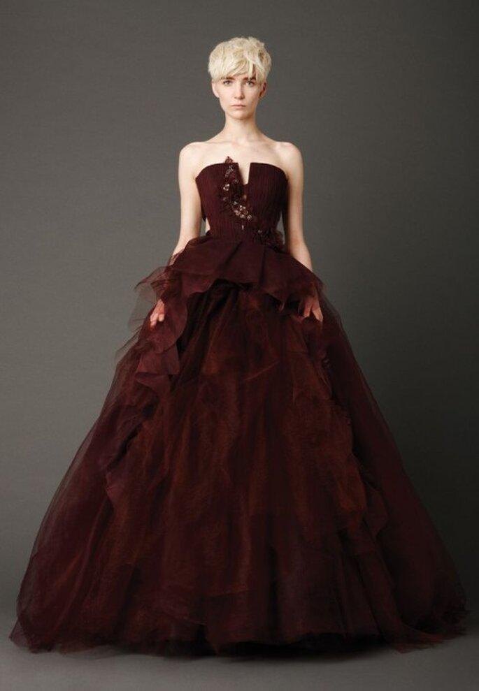 Vestido similar al que usó Kaley Cuoco en los Emmy - Foto Vera Wang