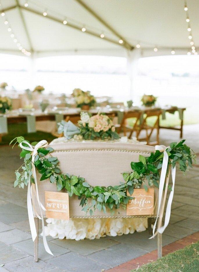 Toques en color nude y verde para tu boda ecofriendly - Foto Jodi Miller Photography