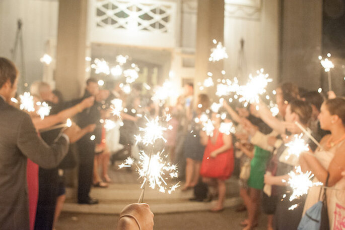 Luces de bengala en tu boda - Foto Leila Brewster