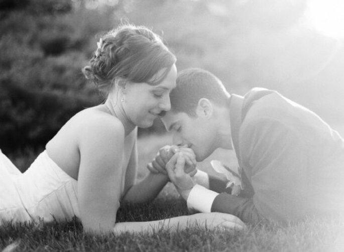 Toma en cuenta estos fáciles tips de belleza para lucir sensacional en tu boda - Foto Jen Lynne