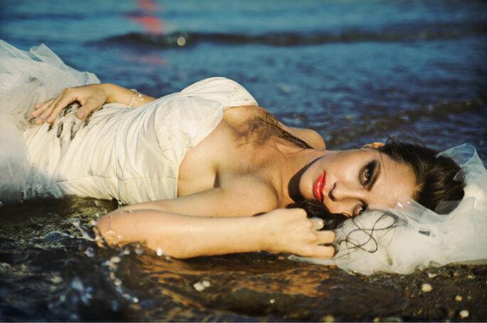 Trash the dress Shooting im Wasser - Fotos: Monique Zöllner