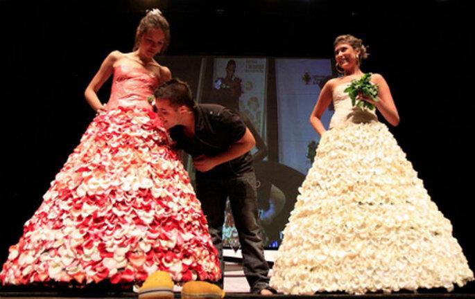 El vestido comestible puede ser de rosas blancas o rosadas