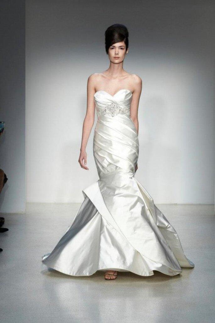 Vestido de novia otoño 2013 corte sirena con volúmenes y relieve en la falda - Foto Kenneth Pool
