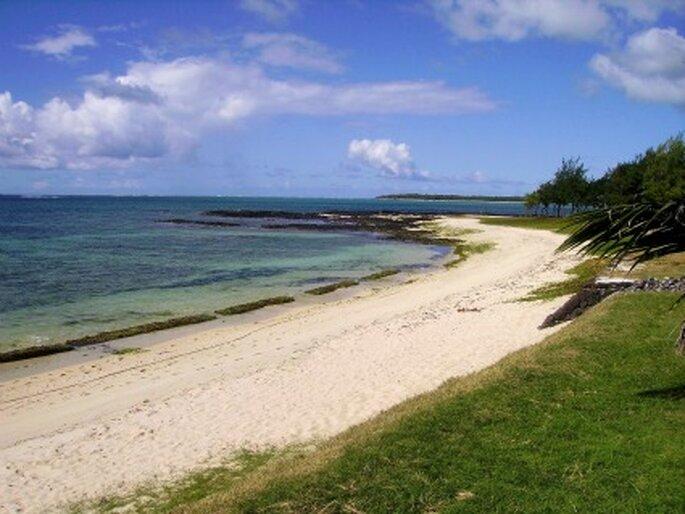 Einsame Strände auf Mauritius. Wie geschaffen für traumhafte Flitterwochen. Foto: Gloria Holsatia / pixelio.de