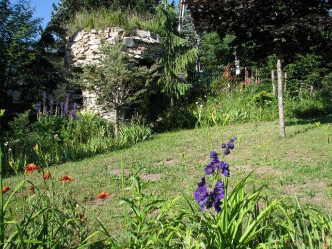 La grotte au fond du jardin, un cadre idéal pour votre cérémonie laïque