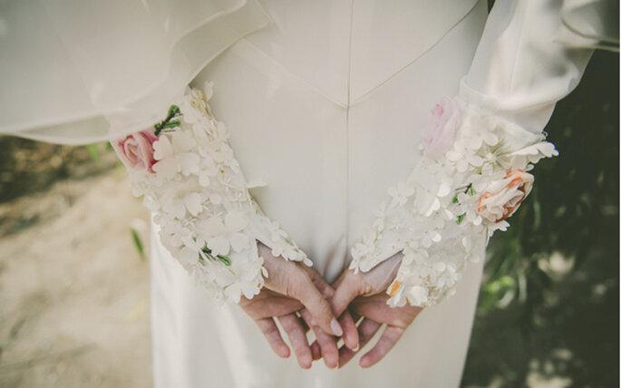 flores-bordadas-puños-novia