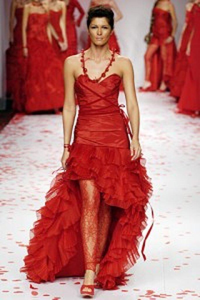 Moderno vestido de novia en color rojo