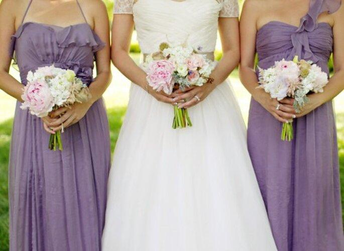 Un bouquet de mariée aux couleurs pastels sera parfait pour vos photos de mariage version vintage - Photo Jen Lynne