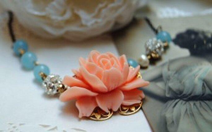 Gargantilla para novias con flor rosa - The French Boudoir