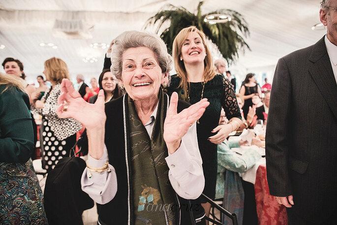 La felicidad de una madre en la boda de su hija no tiene precio. Foto: www.anacruz.es