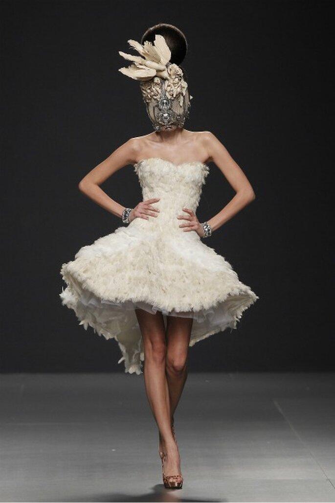 Vestidos de novia Jorge Terra 2012 con can-canes voluminosos - Ugo Camera / Ifema