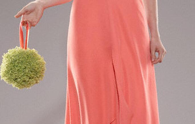 Un bolso de fiesta que complemente en color al de tu vestido arma un conjunto muy moderno y actual.