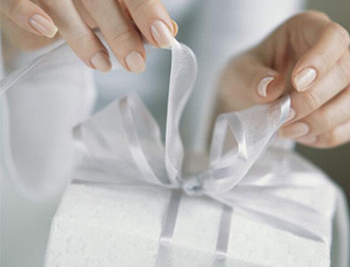 Les cadeaux d'invités sont toujours très appréciés. Copyright : Mariages Chics.