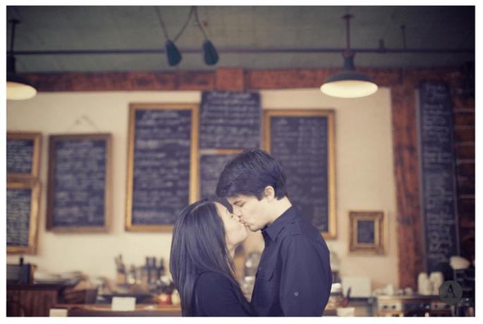 Sessão de fotos pré-casamento para os amantes do café - Foto The Apartment Wedding Photography