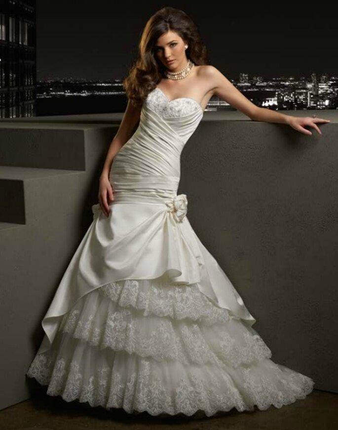 Vestido de novia con líneas asimétricas.  Bridenformal 2012