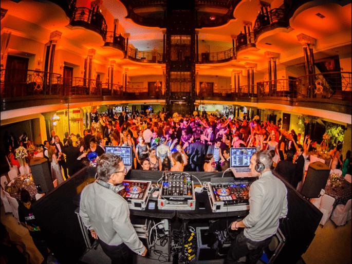 2 DJ's