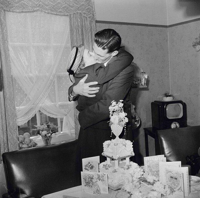 Los besos parecen sacados de una película. Foto: Nobody's Book.