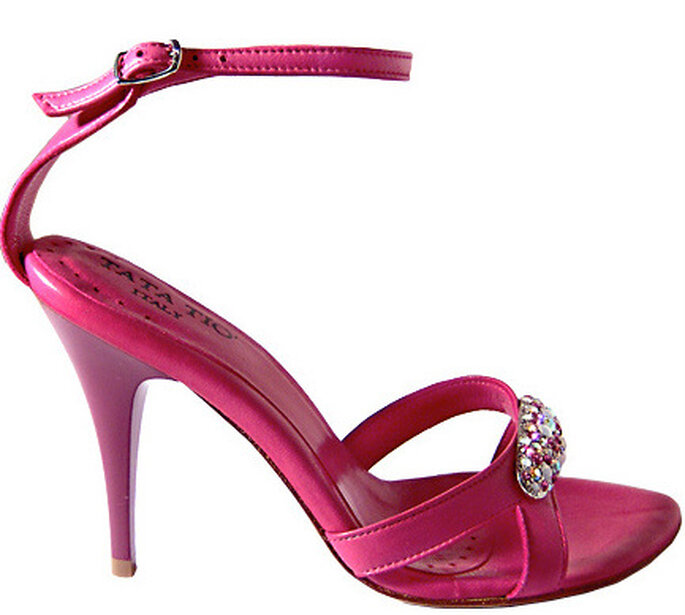 Scarlett, sandalo fucsia con doppio cinturino anteriore con pietre