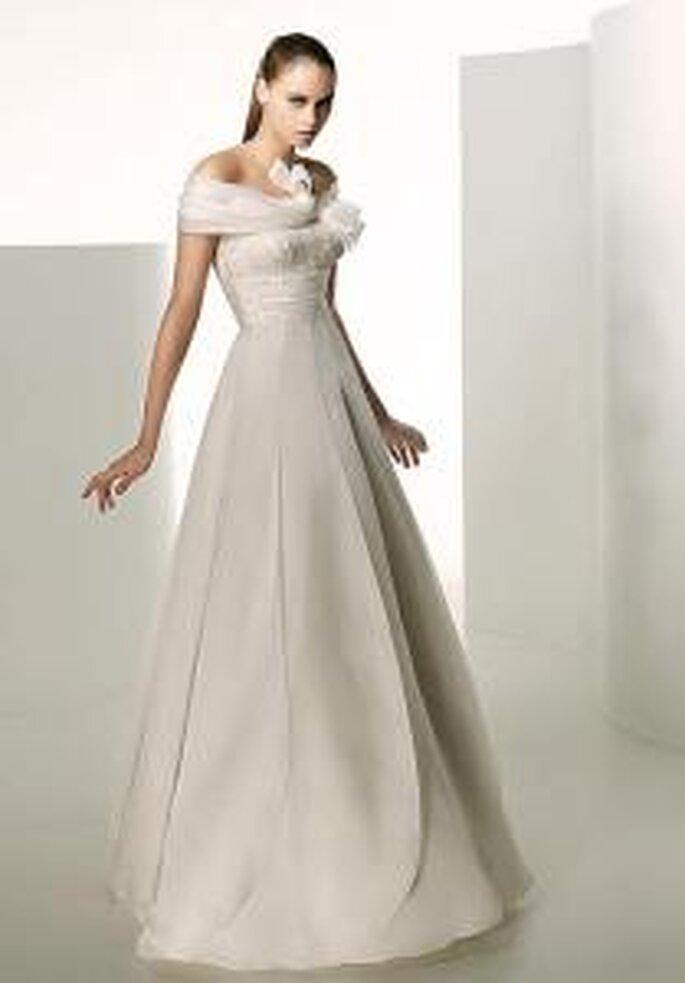 Valentino 2009 - Hydra, robe longue en soie, de lignes verticaux, bustier drapé
