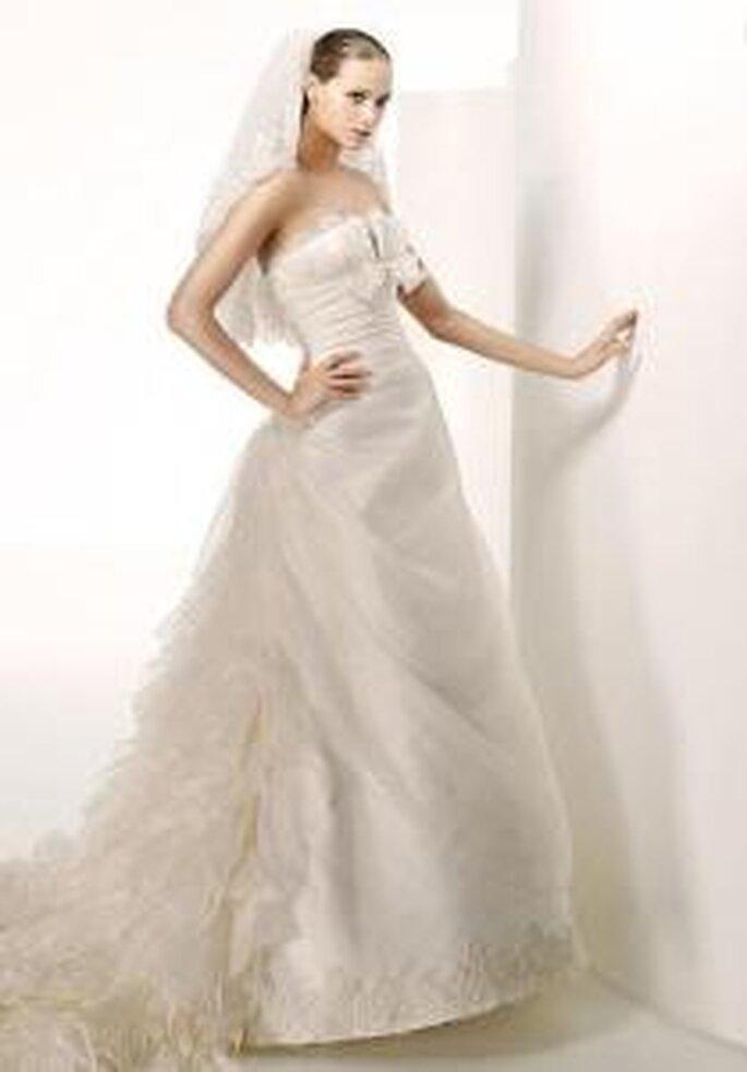 Manuel Mota 2009 - Sants, robe longue avec traîne en tulle. Sans bretelles et bustier drapé