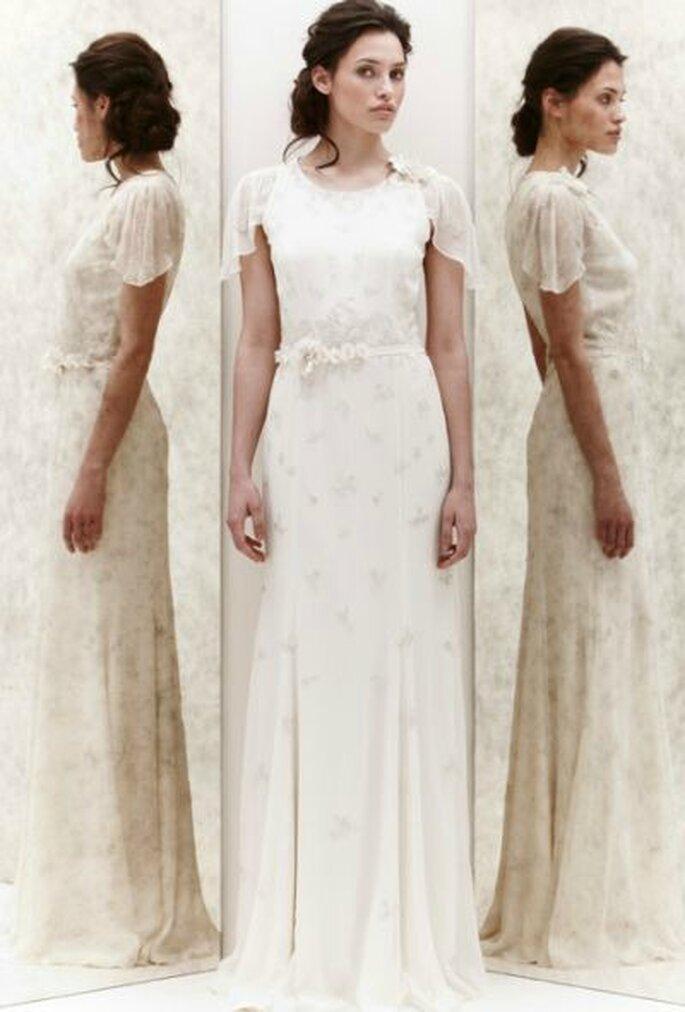 Abito in chiffon con delicati decori in pizzo lamè. Jenny Packham Spring 2013. Foto New York Bridal Week