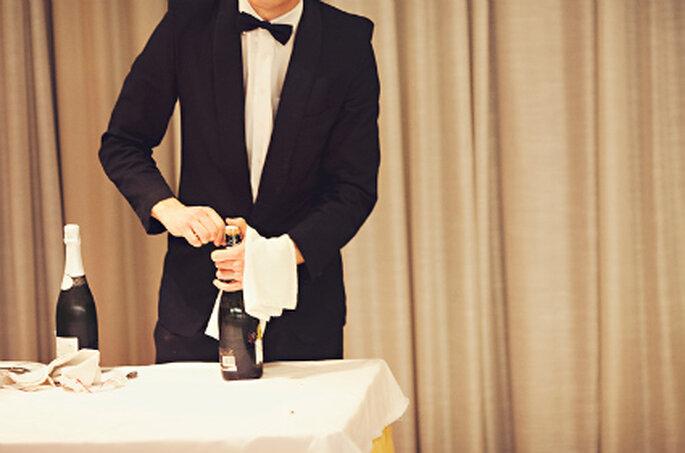 Bedienung für Ihre Gäste beim Partyservice mitbuchen. Foto: Fran. attitudefotografia