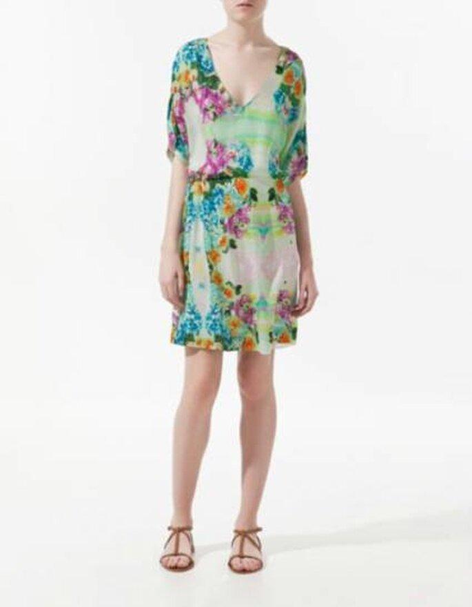 Vestido corto estampado de Zara. Ideal para climas cálidos. Foto: www.zara.com