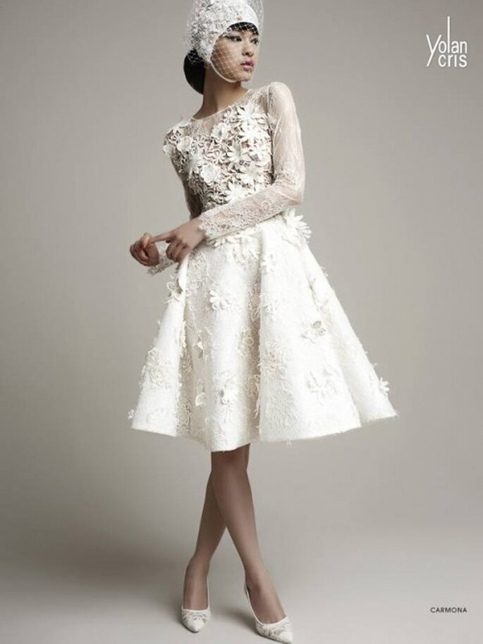 Vestido de novia 2014 corto en color blanco con mangas largas y apliqués en relieve de flores - YolanCris